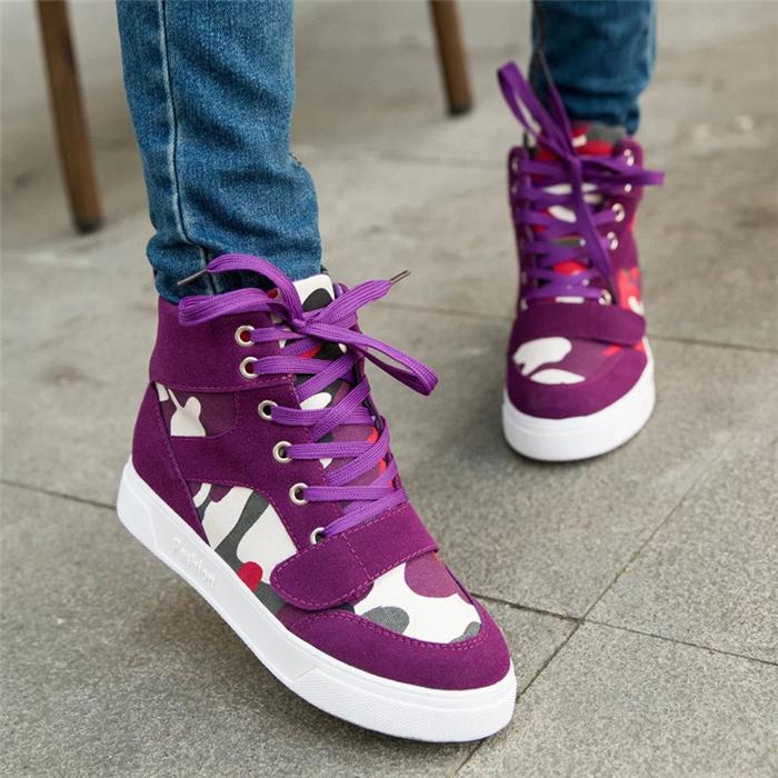 Женские кроссовки камуфляж
