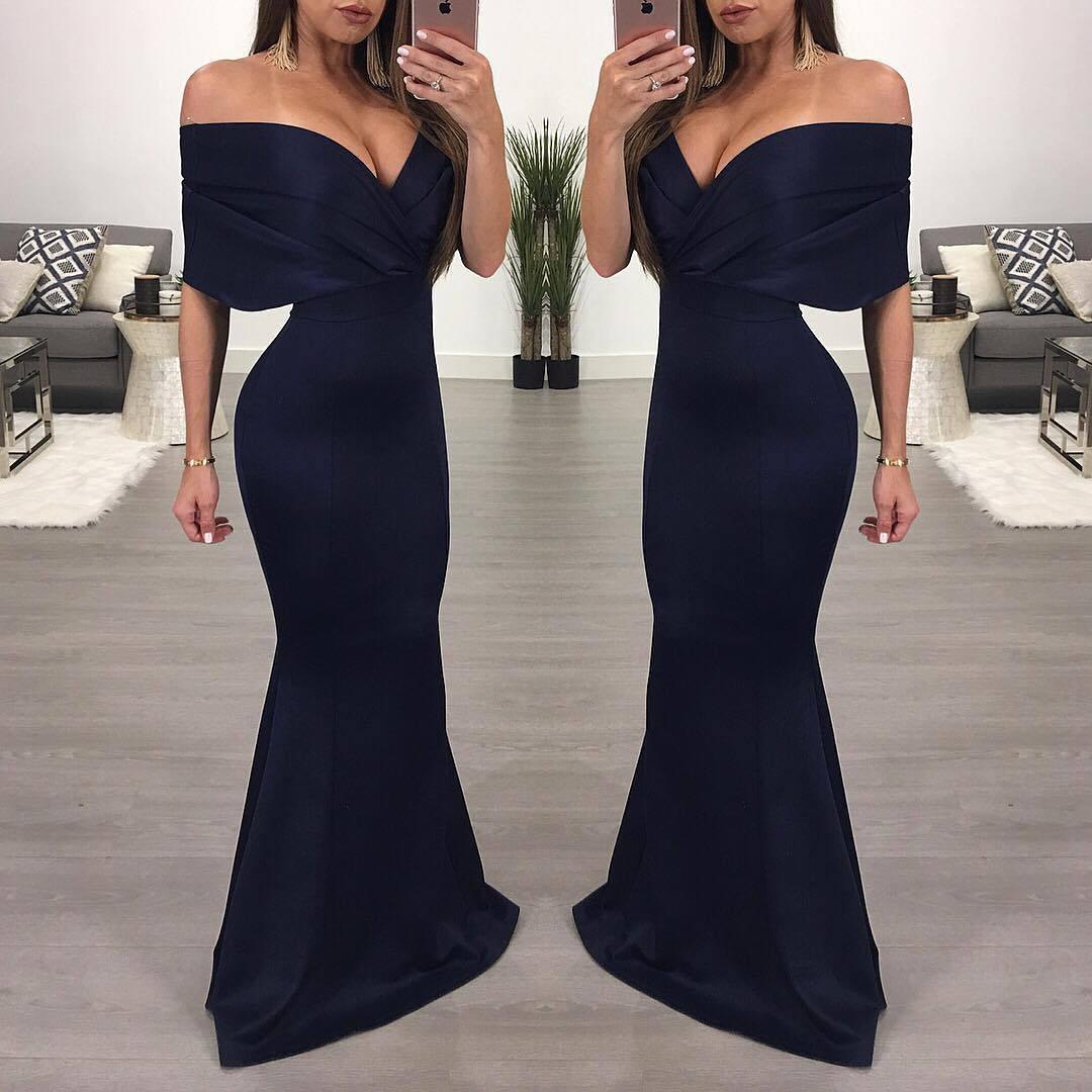 длинное платье с открытыми плечами аксессуары фото тверской